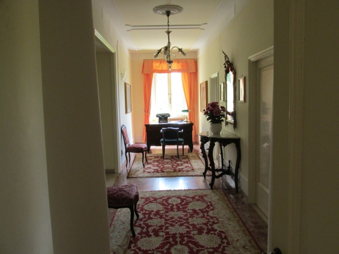 corridor to south wing bedrooms