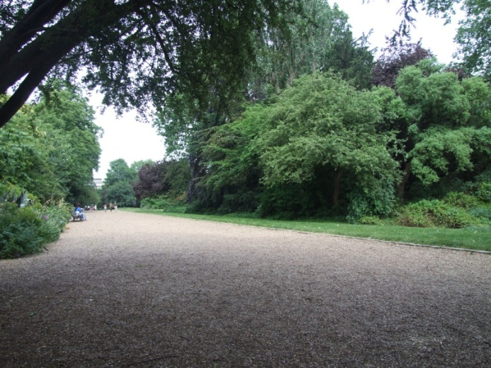 This is one of the largest private garden squares in London.