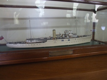 This is a model of the ship we were visiting. Houses the Honourable Guild of Master Mariners.