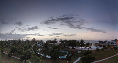 Coconut Bay is a large resort (400 rooms), with water park, multiple pools, multiple bars... Everything is all inclusive.