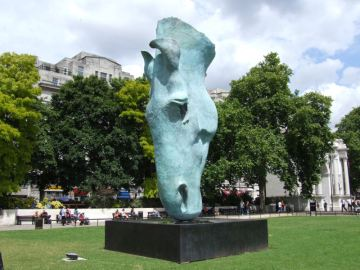 New statue @ Marble Arch.