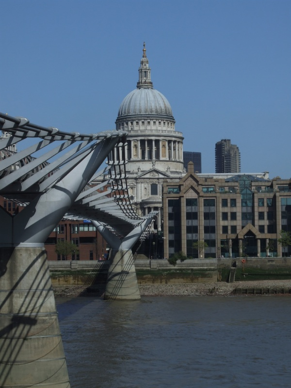 Millenium bridge & St. Paul's