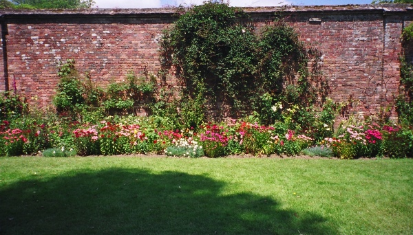 The border in the sundial garden.