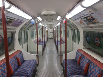 Bakerloo line to regents park is empty at 08:20 on a Sunday