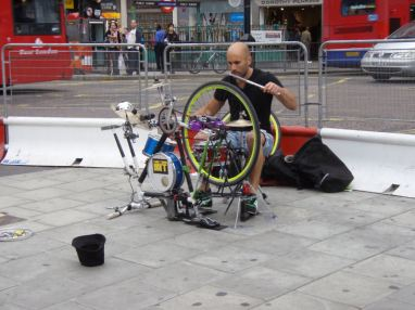 Busker - Cambridge Circus.