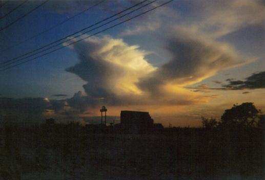 A cloud that looks like Ronald Regan!