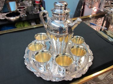 Gift idea 1920s silver cocktail shaker, salver and glasses
