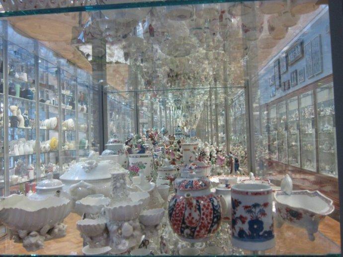 V&A pottery