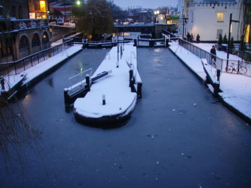 06 Camden lock froze over.