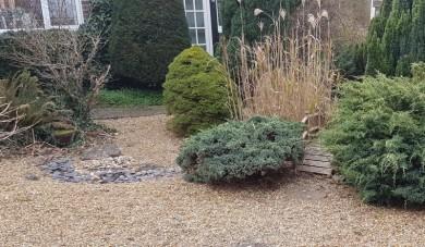 A Stoneleigh front garden